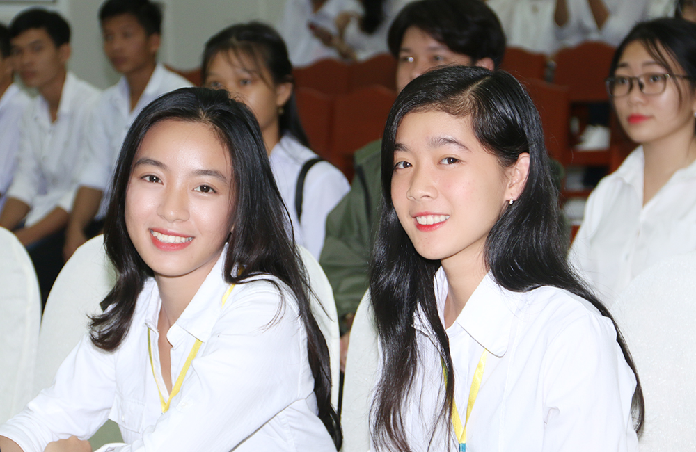 Sinh viên dự lễ