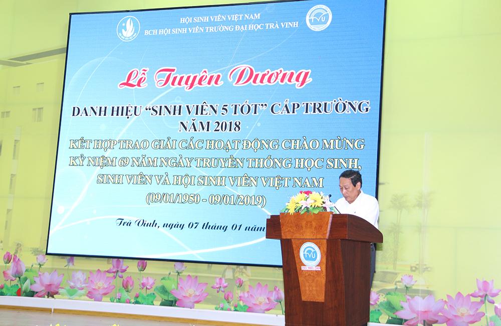 Thầy Võ Hoàng Khải - Phó Hiệu trưởng phát biểu tại buổi lễ
