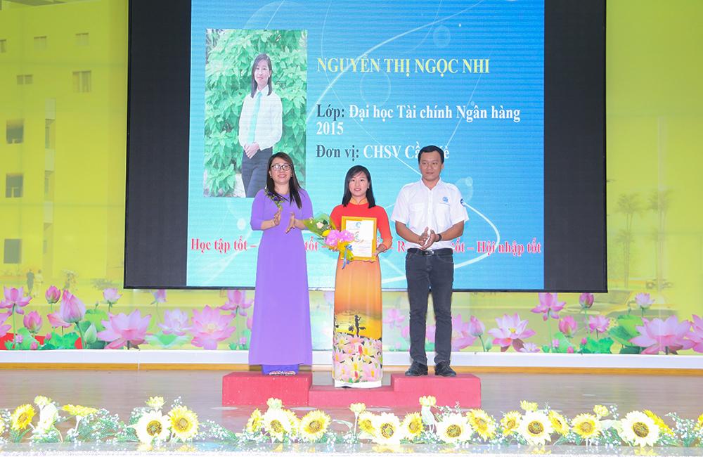 Lễ trao danh hiệu sinh viên 5 tốt