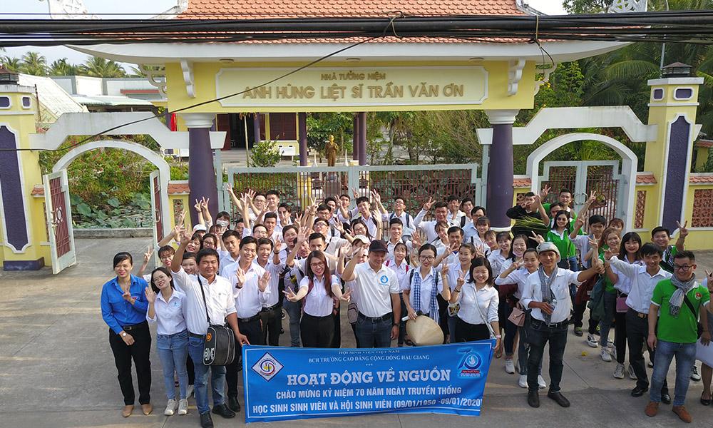 Cán bộ Đoàn – Hội TVU với hành trình về nguồn tại Bến Tre và Bà Rịa – Vũng Tàu
