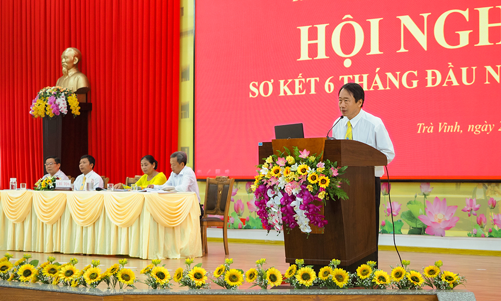 Đ/c Phạm Tiết Khánh - Tỉnh ủy viên, Bí thư Đảng ủy, Hiệu trưởng Nhà trường phát biểu khai mạc.